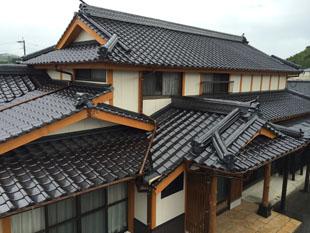 築65年の我が家が見違えるような外観になりました。手入れの必要のないとても美しい瓦になって大変満足しています。