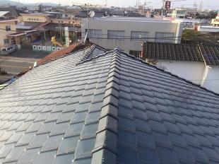 何年もメンテナンスをしておらず、雨漏りで困っていましたがこれで心配もありません。新しい屋根になって心機一転です!